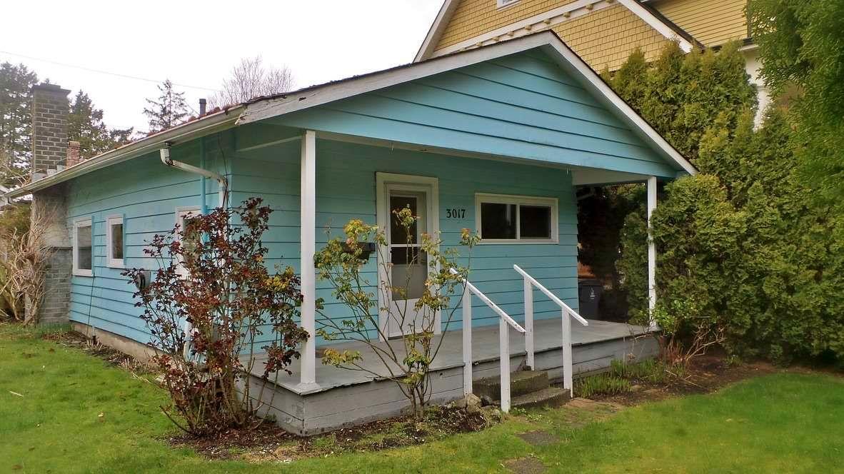Main Photo: 3017 MCBRIDE AVENUE in Surrey: Crescent Bch Ocean Pk. House for sale (South Surrey White Rock)  : MLS®# R2562855