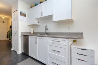 Photo 9: 110 2529 Wark St in : Vi Hillside Condo for sale (Victoria)  : MLS®# 845367