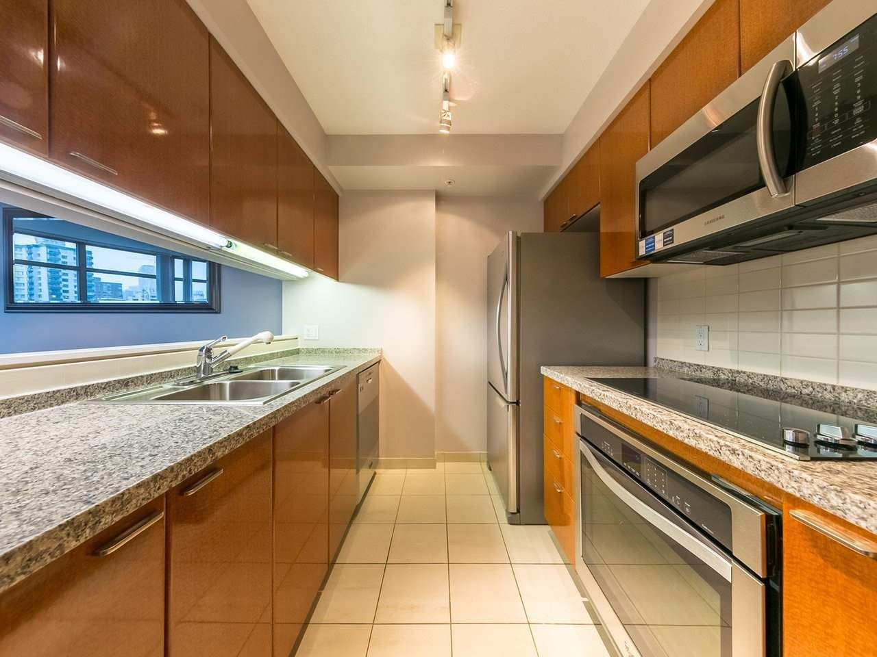 """Photo 3: Photos: 1202 1200 ALBERNI Street in Vancouver: West End VW Condo for sale in """"Palisades"""" (Vancouver West)  : MLS®# R2527140"""