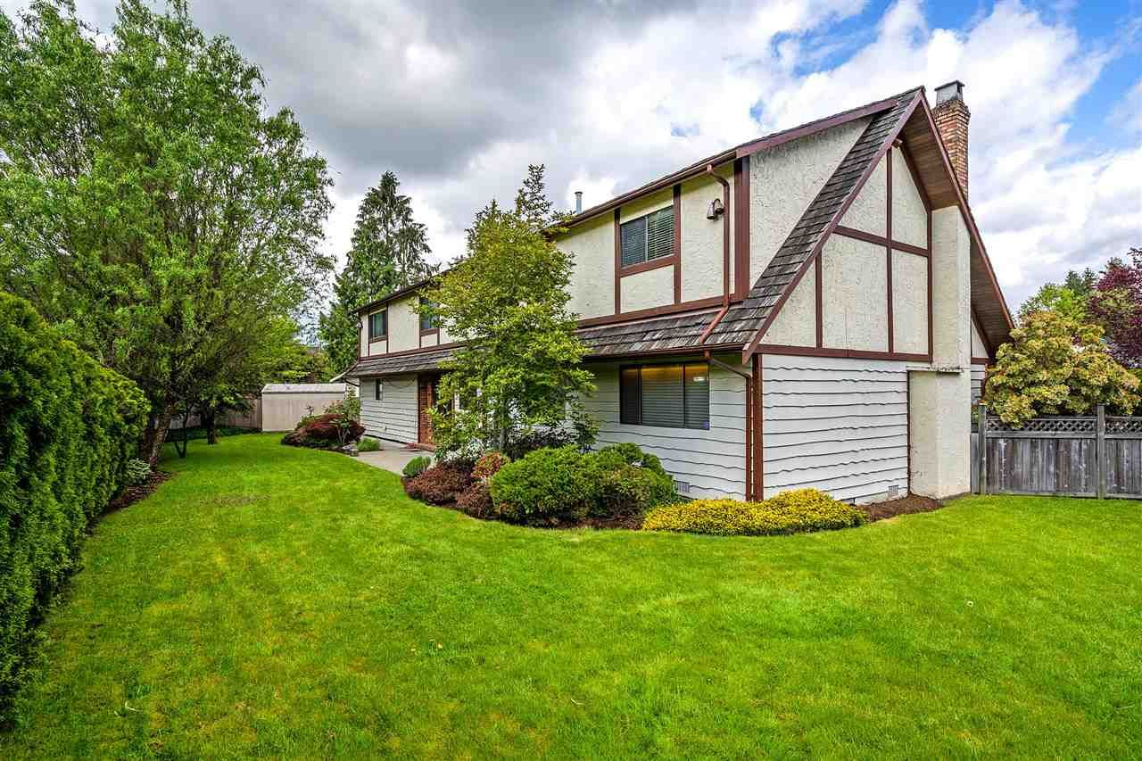Main Photo: 12465 KNOTTS Street in Maple Ridge: Northwest Maple Ridge House for sale : MLS®# R2299553