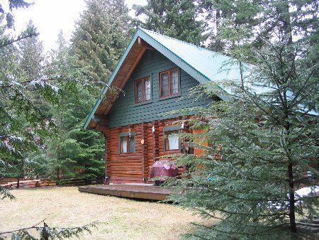 Photo 4: Photos: Cozy Log Cabin in the Heart of Whistler