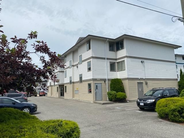 """Main Photo: 204 7435 SHAW Avenue in Chilliwack: Sardis East Vedder Rd Condo for sale in """"Timberland Apartment"""" (Sardis)  : MLS®# R2605815"""