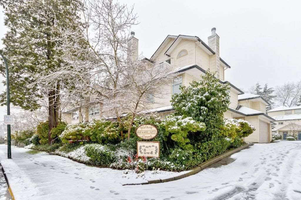 Main Photo: 16 4325 Sophia Street in Vancouver: Main Townhouse for sale (Vancouver East)  : MLS®# R2428330