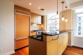 """Photo 6: 1103 1925 ALBERNI Street in Vancouver: West End VW Condo for sale in """"LAGUNA PARKSIDE"""" (Vancouver West)  : MLS®# R2618862"""