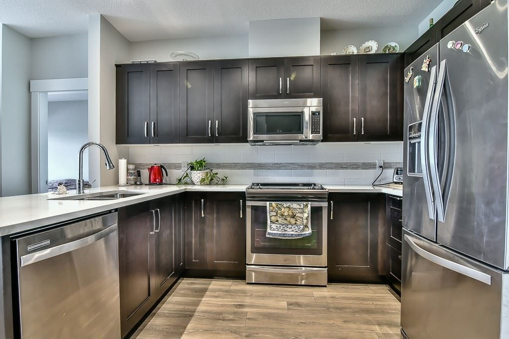 """Photo 5: Photos: 214 20728 WILLOUGHBY TOWN CENTRE Drive in Langley: Willoughby Heights Condo for sale in """"Kensington at Willoughby Town Centre"""" : MLS®# R2190142"""