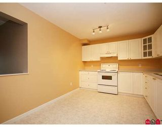 """Photo 6: 113 20894 57TH Avenue in Langley: Langley City Condo for sale in """"BAYBERRY LANE"""" : MLS®# F2833663"""
