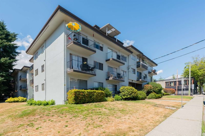 FEATURED LISTING: 305 - 611 BLACKFORD Street New Westminster