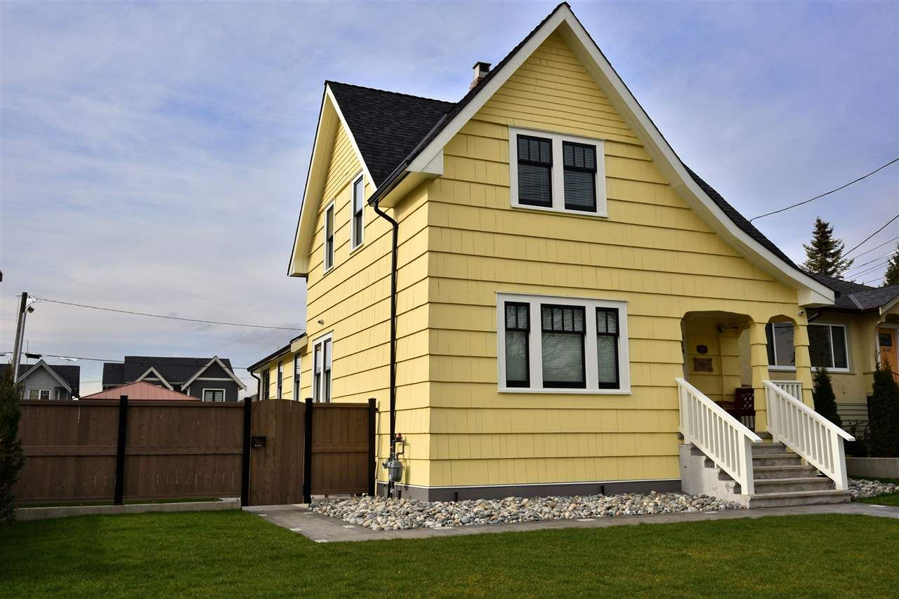 Main Photo: 914 THIRTEENTH Street in New Westminster: West End NW House for sale : MLS®# R2526819