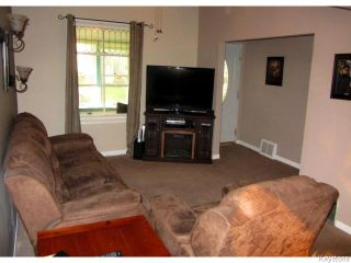 Photo 3: 88 Cobourg Avenue in WINNIPEG: East Kildonan Residential for sale (North East Winnipeg)  : MLS®# 1516430