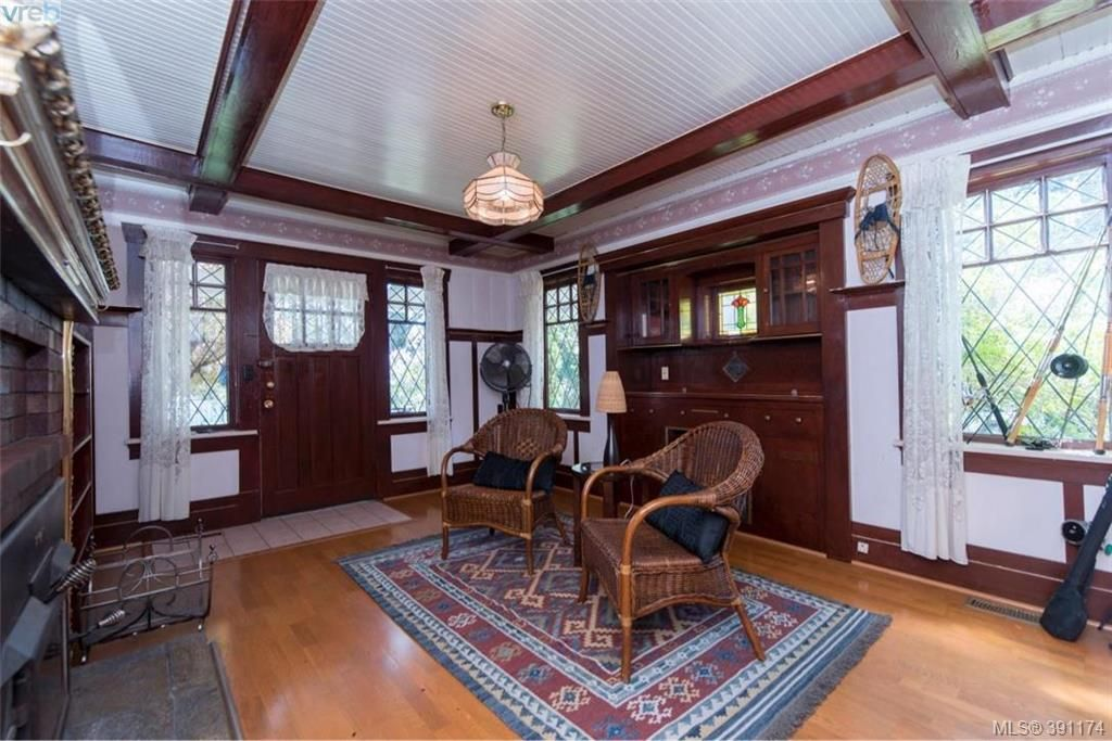 Photo 3: Photos: 1130 Goldstream Ave in VICTORIA: La Langford Lake House for sale (Langford)  : MLS®# 786306