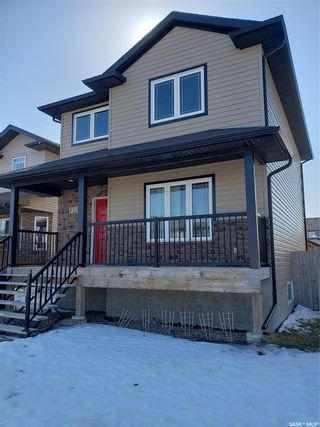 Photo 2: 815 Willowgrove Crescent in Saskatoon: Willowgrove Residential for sale : MLS®# SK845988