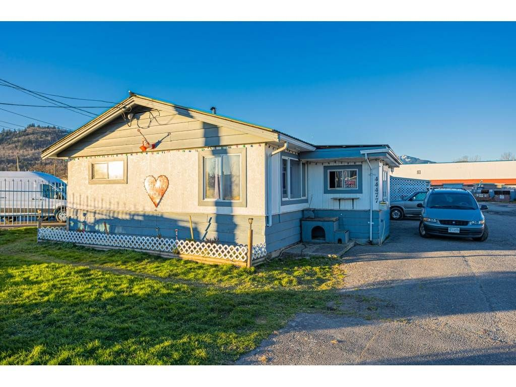 Main Photo: 44477 YALE Road in Chilliwack: Chilliwack Yale Rd West House for sale : MLS®# R2531409
