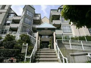 Photo 1: 110 509 Carnarvon Street in New Westminster: Downtown NW Condo for sale : MLS®# V826956