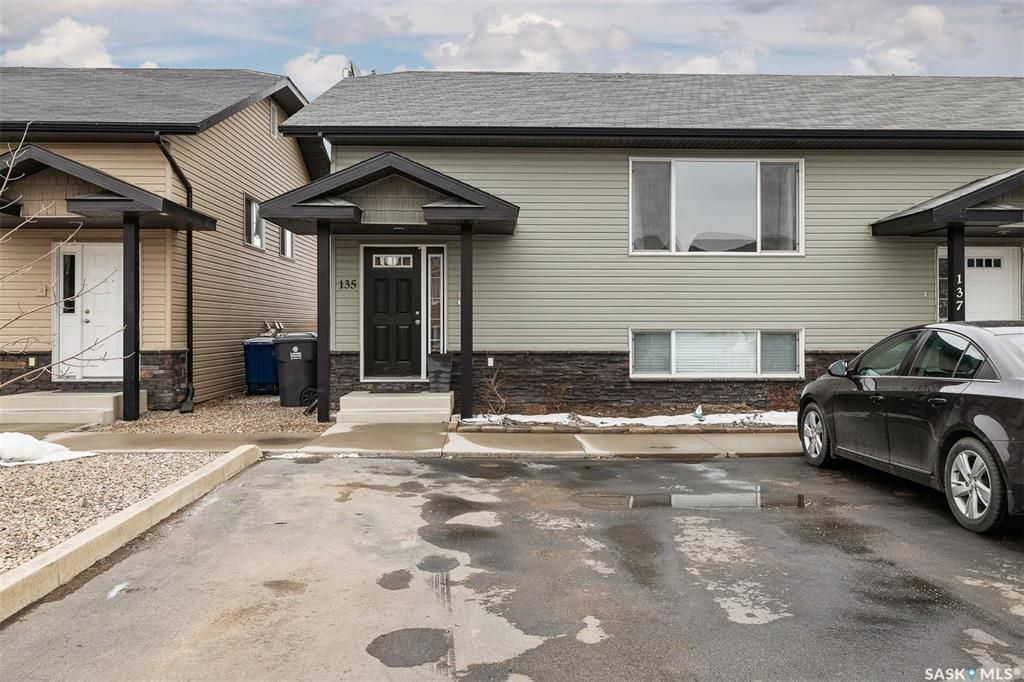 Main Photo: 135 Guenther Crescent in Warman: Residential for sale : MLS®# SK846978