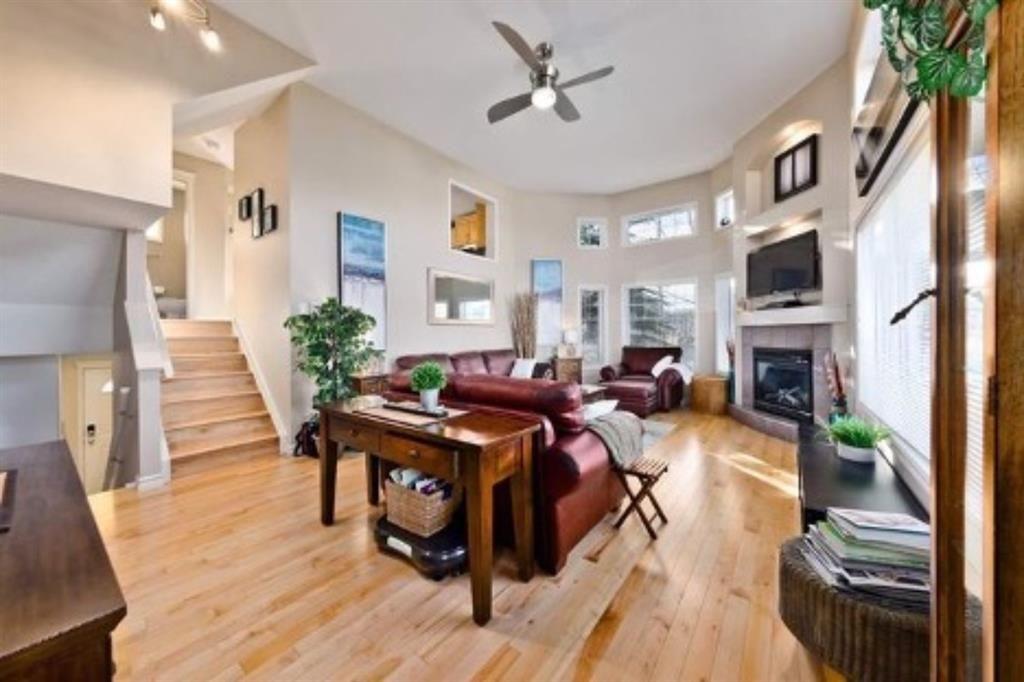 Main Photo: 310 Inglewood Grove SE in Calgary: Inglewood Row/Townhouse for sale : MLS®# A1100172