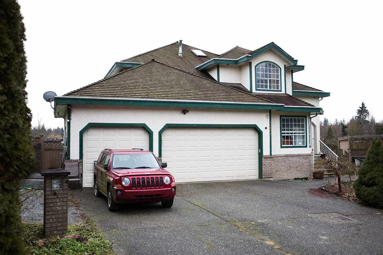 Main Photo: 14072 83 Avenue in Surrey: Bear Creek Green Timbers House for sale : MLS®# R2025388