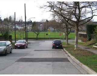 "Photo 9: 625 E 24TH Avenue in Vancouver: Fraser VE House for sale in ""FRASER"" (Vancouver East)  : MLS®# V808781"