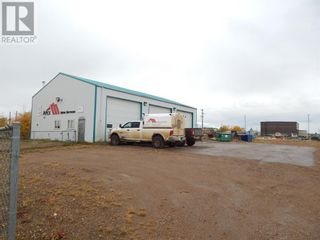 Photo 2: 10508 93 Street in High Level: Industrial for sale : MLS®# A1151077