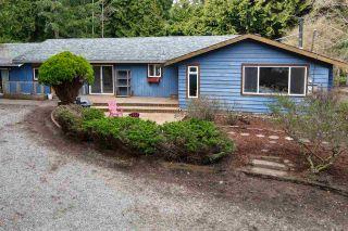 Photo 1: 8100 ALDERWOOD Road in Halfmoon Bay: Halfmn Bay Secret Cv Redroofs House for sale (Sunshine Coast)  : MLS®# R2551203