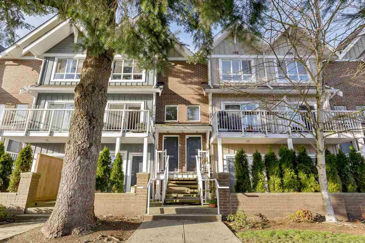 """Main Photo: 208 1661 FRASER Avenue in Port Coquitlam: Glenwood PQ Townhouse for sale in """"BRIMLEY MEWS"""" : MLS®# R2549101"""