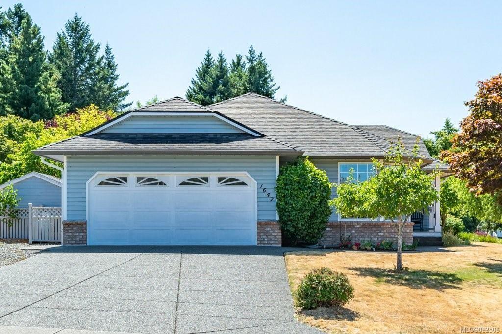 Main Photo: 1647 Foxxwood Dr in Comox: CV Comox (Town of) House for sale (Comox Valley)  : MLS®# 882588