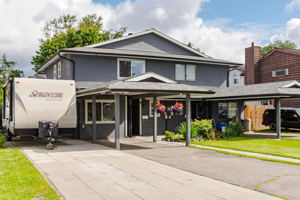 Main Photo: 19881 53 Avenue in Langley: Langley City 1/2 Duplex for sale : MLS®# R2462063