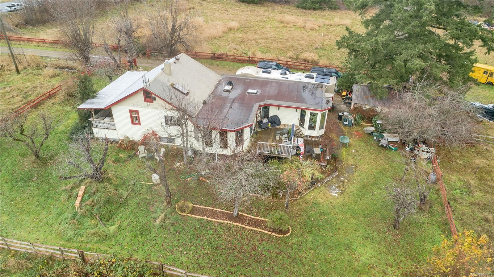 Photo 5: Photos: 8712 N Island Hwy in : CV Merville Black Creek Other for sale (Comox Valley)  : MLS®# 860803