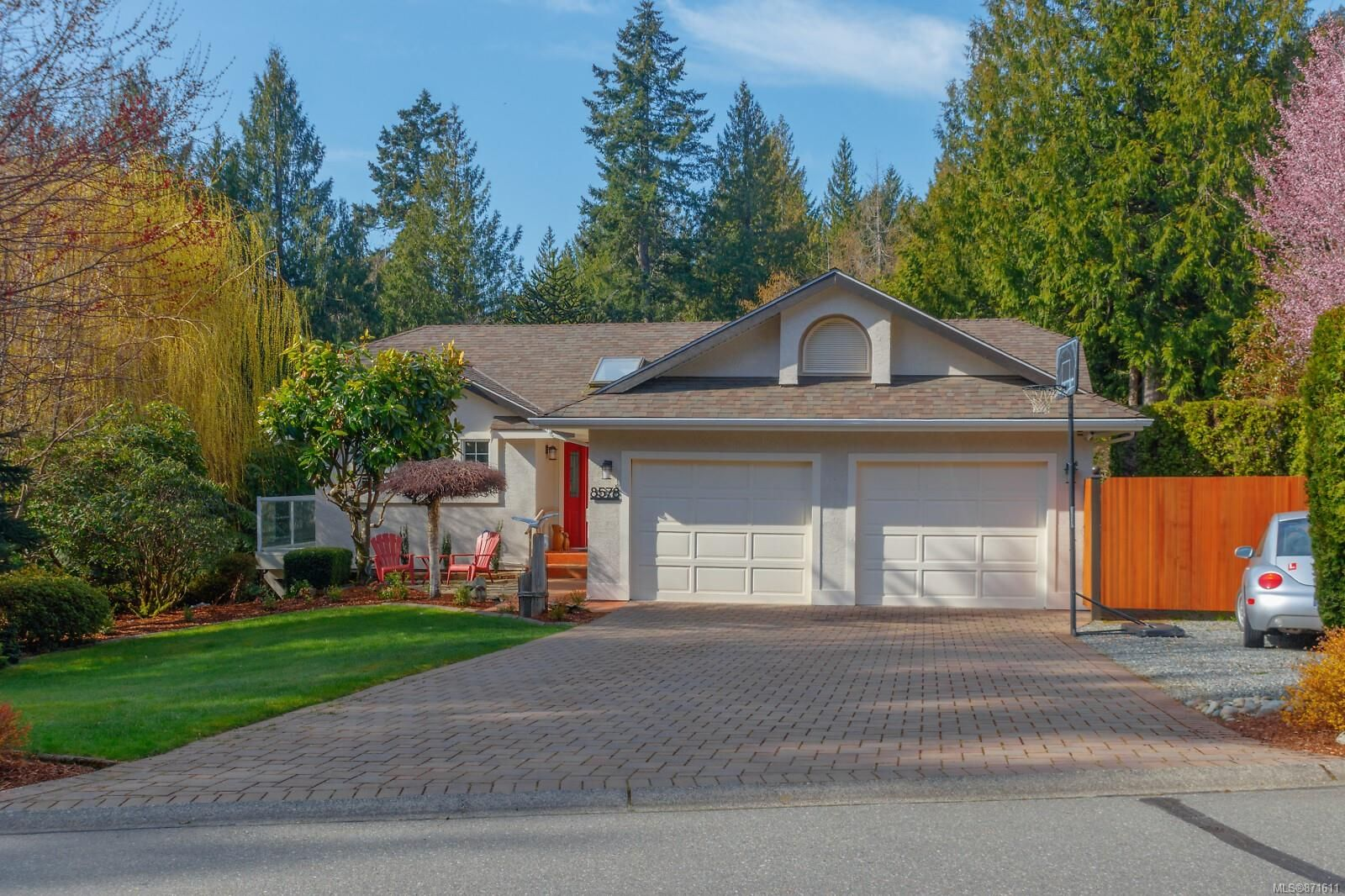 Main Photo: 8578 Kingcome Cres in : NS Dean Park House for sale (North Saanich)  : MLS®# 871611