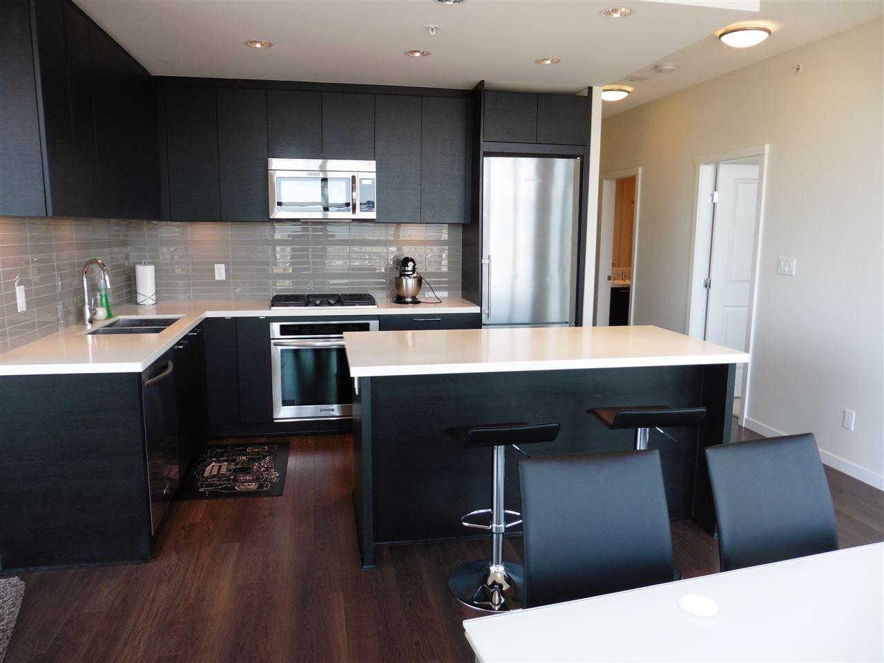 """Photo 6: Photos: 3702 4880 BENNETT Street in Burnaby: Metrotown Condo for sale in """"CHANCELLOR"""" (Burnaby South)  : MLS®# R2006395"""