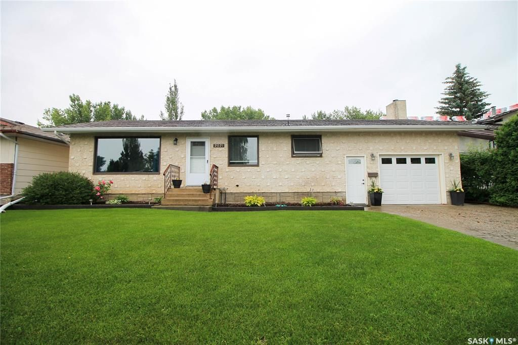 Main Photo: 2021 Foley Drive in North Battleford: Residential for sale : MLS®# SK850413