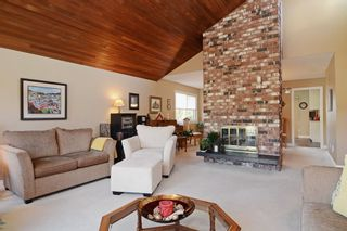 """Photo 3: 1056 LOMBARDY Drive in Port Coquitlam: Lincoln Park PQ House for sale in """"LINCOLN PARK"""" : MLS®# R2126810"""
