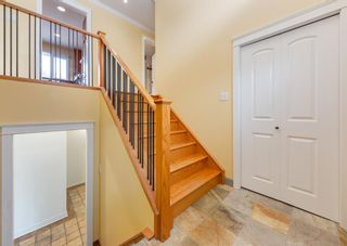Photo 3: 7308 11 Street SW in Calgary: Kelvin Grove Detached for sale : MLS®# A1100698