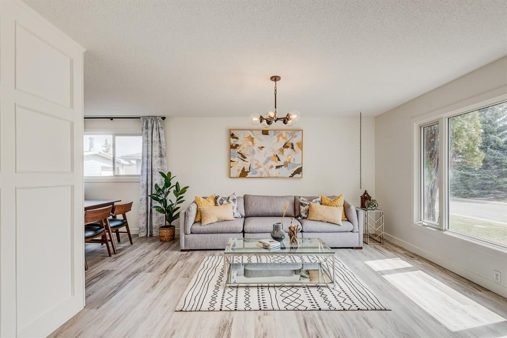Main Photo: 216 Pinecrest Crescent NE in Calgary: Pineridge Detached for sale : MLS®# A1098959