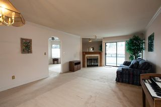 "Photo 4: 221 15153 98 Avenue in Surrey: Guildford Townhouse for sale in ""Glenwood Village"" (North Surrey)  : MLS®# R2040230"