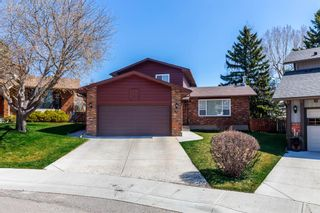 Photo 1: 32 Silver Ridge Court NW in Calgary: Silver Springs Detached for sale : MLS®# A1097094