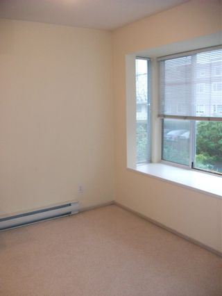 "Photo 4: 201 2133 DUNDAS Street in Vancouver: Hastings Condo for sale in ""HARBOURGATE"" (Vancouver East)  : MLS®# R2134840"