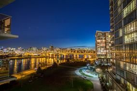 Photo 1: 806 - 8 Smithe Mews in Vancouver: Yaletown Condo for sale (Vancouver West)  : MLS®# R2032861