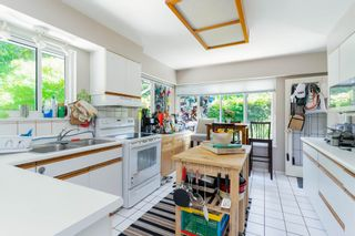 """Photo 4: 6825 HYCROFT Road in West Vancouver: Whytecliff House for sale in """"Whytecliff"""" : MLS®# R2604237"""