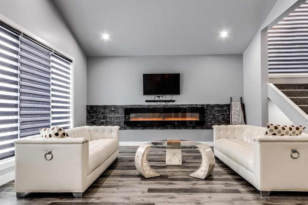 Great living room with lots of space