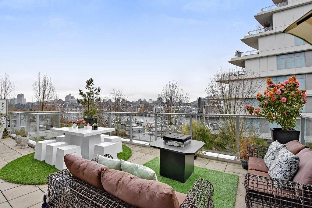 """Main Photo: 303 633 KINGHORNE Mews in Vancouver: Yaletown Condo for sale in """"ICON 1"""" (Vancouver West)  : MLS®# R2250016"""