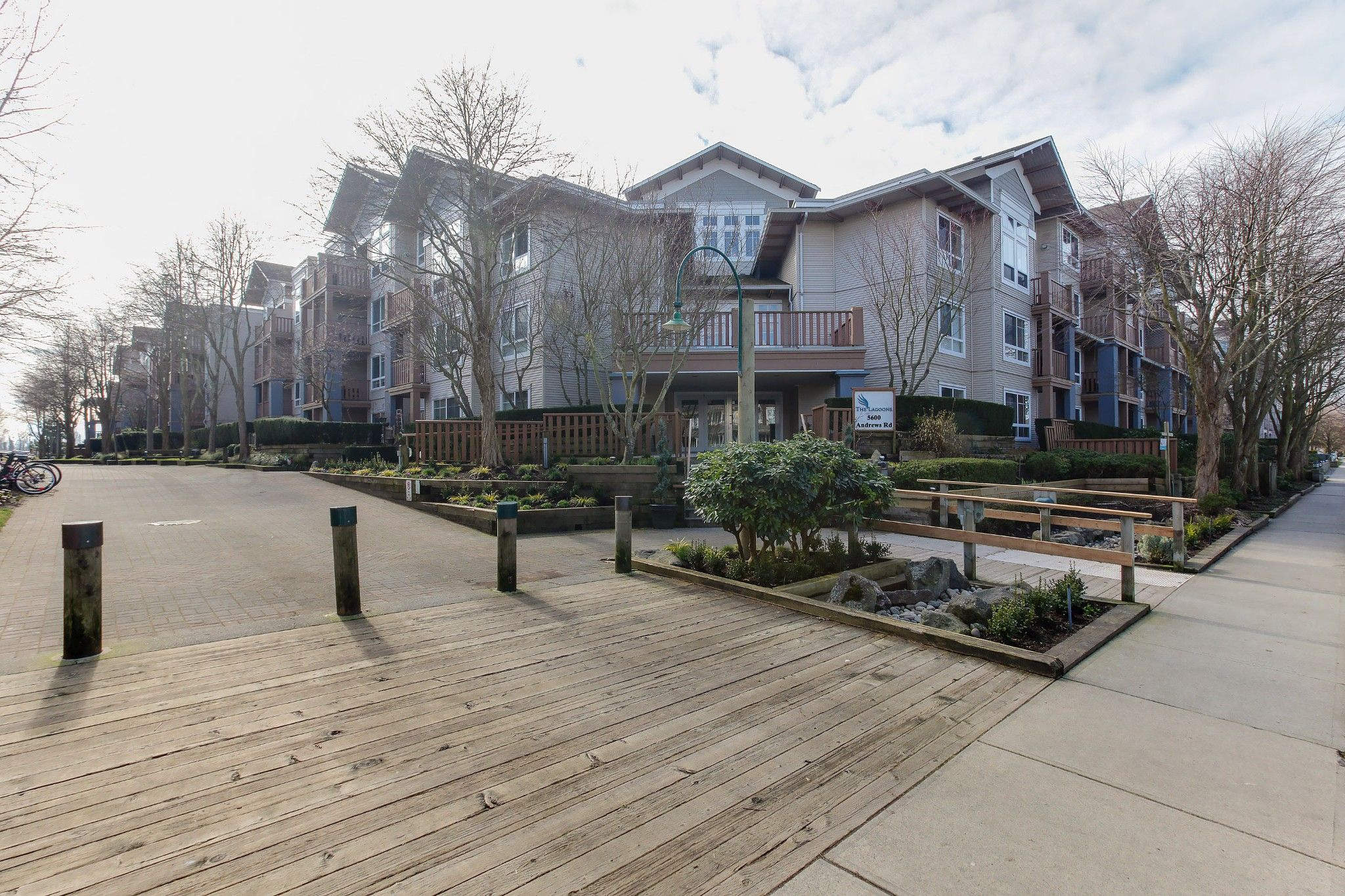 """Main Photo: 105 5600 ANDREWS Road in Richmond: Steveston South Condo for sale in """"THE LAGOONS"""" : MLS®# R2246426"""