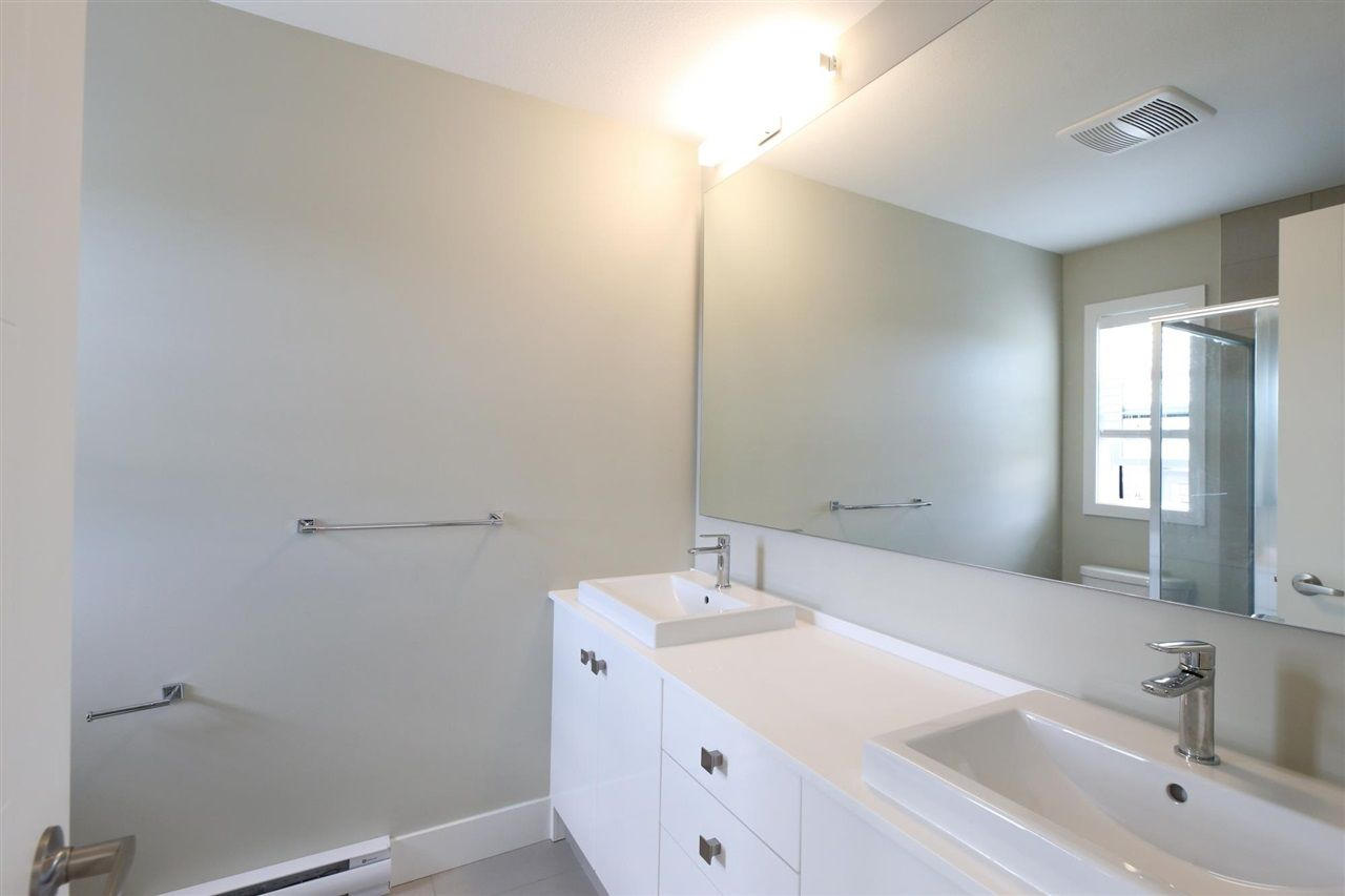 """Photo 12: Photos: 30 1938 NORTH PARALLEL Road in Abbotsford: Abbotsford East Townhouse for sale in """"PARALLEL SOUTH"""" : MLS®# R2589930"""