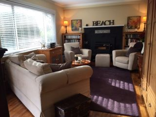 Photo 2: 1571 CHESTNUT Street: White Rock House for sale (South Surrey White Rock)  : MLS®# R2209786