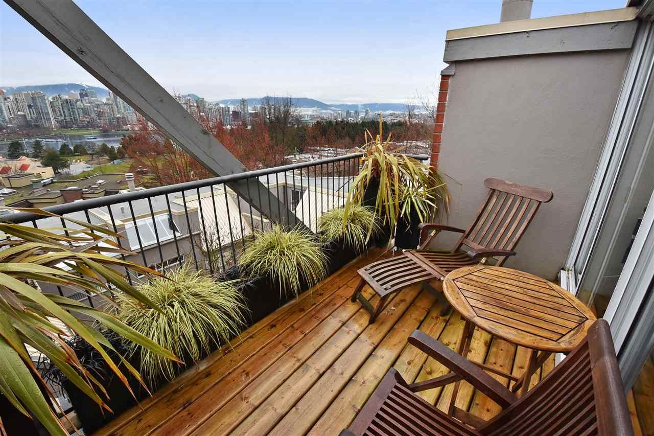 """Photo 2: Photos: 2311 OAK Street in Vancouver: Fairview VW Townhouse for sale in """"OAKVIEW TERRACE"""" (Vancouver West)  : MLS®# R2151089"""