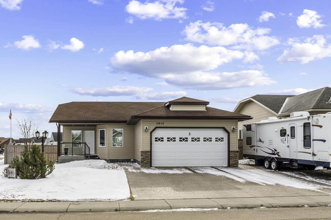 Main Photo: 5913 Meadow Way: Cold Lake House for sale : MLS®# E4236410
