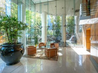 Photo 3: 1702 1200 ALBERNI Street in Vancouver: West End VW Condo for sale (Vancouver West)  : MLS®# R2617052