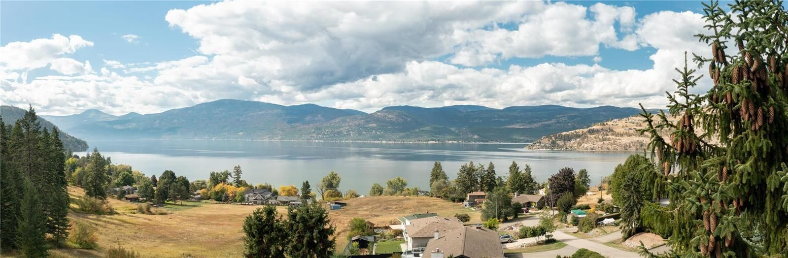 Main Photo: 8562 Harbour Heights Road, in Vernon, BC: House for sale : MLS®# 10241055