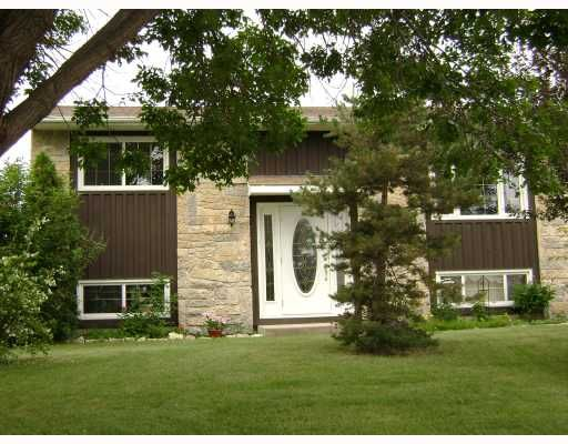 Main Photo: 140 BENTLEY Street in WINNIPEG: Maples / Tyndall Park Residential for sale (North West Winnipeg)  : MLS®# 2813042