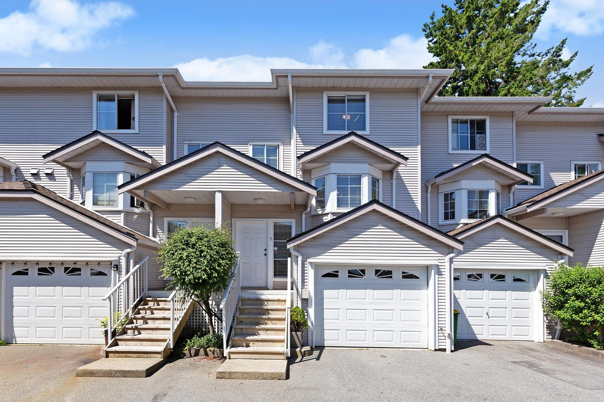 """Main Photo: 3 12188 HARRIS Road in Pitt Meadows: Central Meadows Townhouse for sale in """"Waterford Place"""" : MLS®# R2593269"""