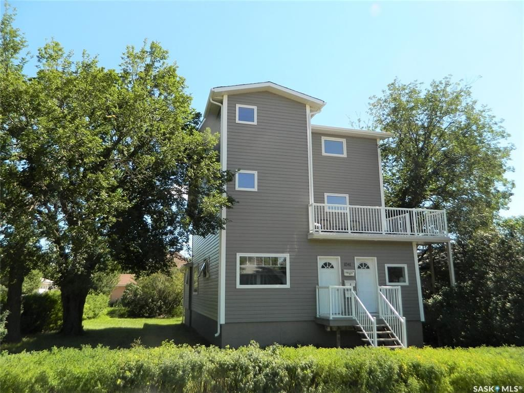 Main Photo: 1041 Main Street North in Moose Jaw: Central MJ Residential for sale : MLS®# SK863410